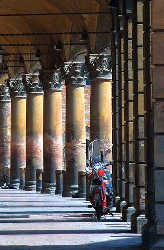 Columns_scooter bologna small