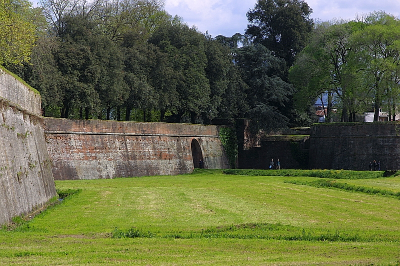 Biking On Lucca S Walls Italy Beyond