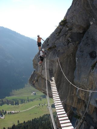 Via_Ferrata_La_Clusaz_bridge wikimedia commons