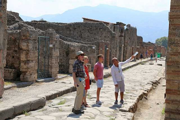 best way to visit Pompeii