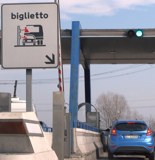 Driving Italian autostrada toll ticket
