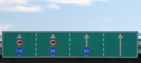 Driving Italian autostrada minimum speed limit