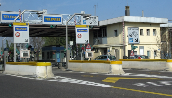 Tips on driving Italian Autostrada or toll roads - Italy