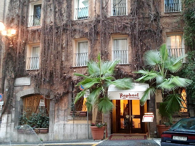 How to find a perfect hotel in Italy using online reviews